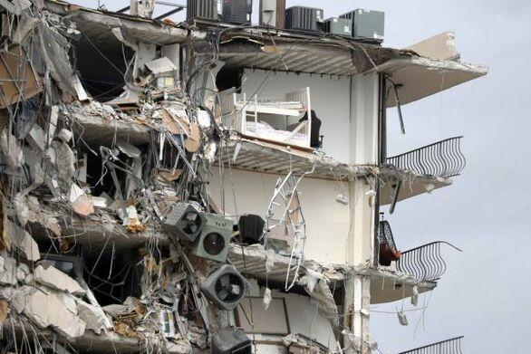 Κατάρρευση κτιρίου στο Μαϊάμι: Αγωνιώδεις έρευνες για τους 99 αγνοούμενους - Τρεις νεκροί και 12 τραυματίες ο απολογισμός