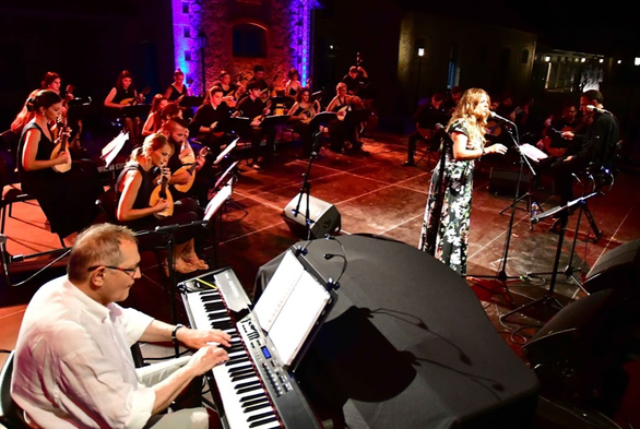 Πάτρα: Με μία μεγάλη συναυλία και δύο σημαντικές εκθέσεις εγκαινιάσθηκε ο χώρος των Παλαιών Σφαγείων! (pics)