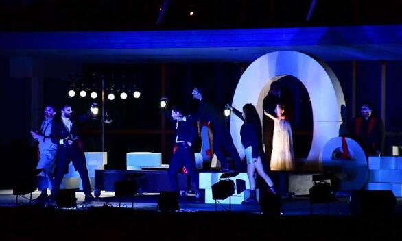 """Πάτρα - Ο Οθέλλος γέμισε για ακόμη μια βραδιά τον υπαίθριο χώρο του Εργοστασίου Τέχνης """"Θάνος Μικρούτσικος"""" (φωτο)"""