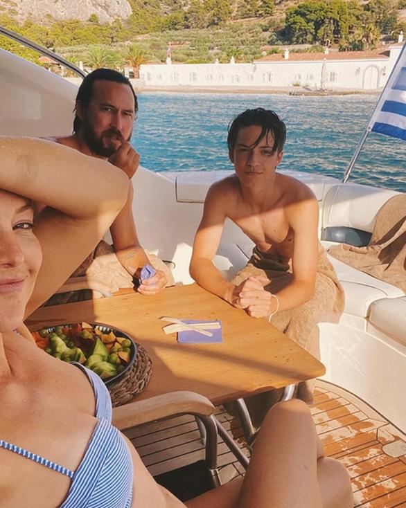 H Κέιτ Χάντσον αποθεώνει το ελληνικό καλοκαίρι με μια φωτογραφία