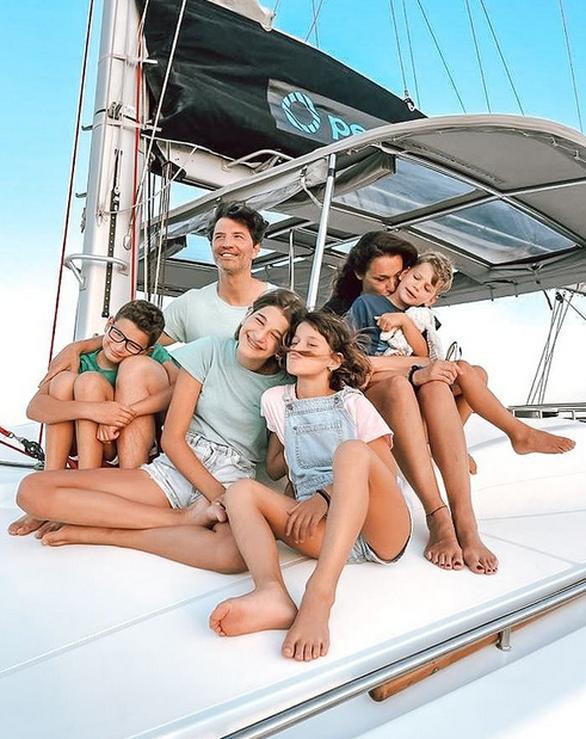 Σάκης Ρουβάς - Η πιο τρυφερή φωτογραφία με την οικογένειά του
