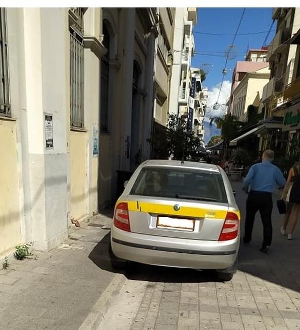Κάνει «πάρτι» η παράνομη στάθμευση στο κέντρο της Πάτρας! (φωτο)