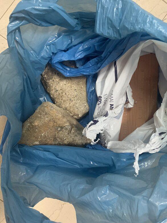 """Πάτρα: """"Τσάκωσαν"""" άνδρα για κλοπή σε κοσμηματοπωλείο και απόπειρα κλοπής σε ζαχαροπλαστείο (φωτο)"""
