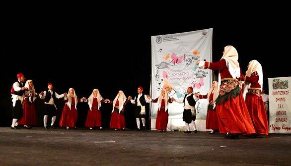 Πάτρα - Παραδοσιακοί χοροί και φιγούρες από όλη την Ελλάδα στο Νότιο Πάρκο (φωτο)
