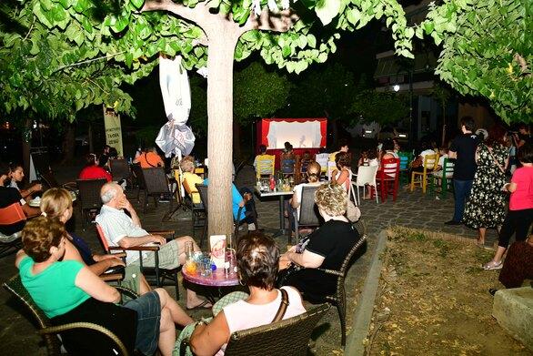 Πάτρα - Ο Καραγκιόζης έκανε «στάση» στην πλατεία Αγίας Λαύρας (φωτο)
