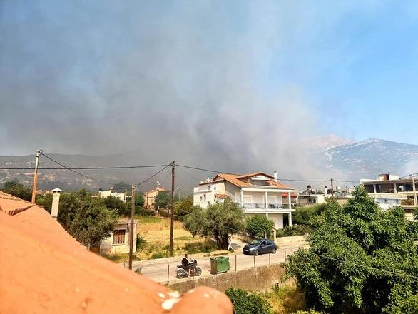 Στους δρόμους της φωτιάς - Εικόνες από την πύρινη κόλαση που έζησε η Πάτρα