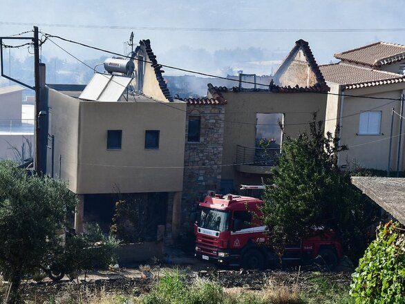 Πάτρα: Στάχτες και αποκαΐδια στα σπίτια που «αγκάλιασαν» οι φλόγες (φωτό)