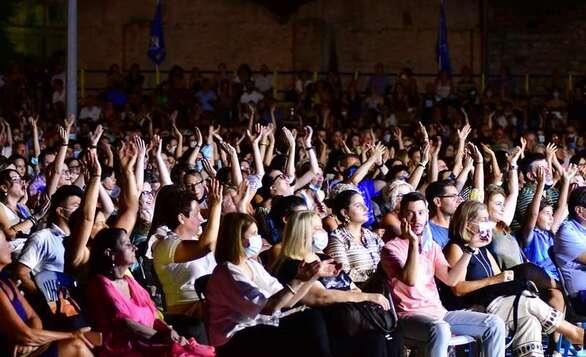 Η Νατάσσα Μποφίλιου μάγεψε το πατρινό κοινό (φωτο)