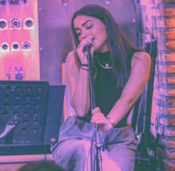 Εύη Κουλκουβίνη - Η 20χρονη που είναι αποφασισμένη να πετύχει στο τραγούδι