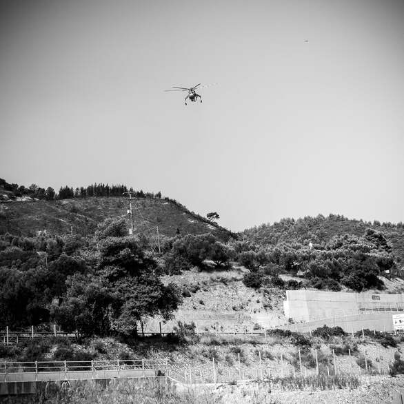 17 φωτογραφίες σε ασπρόμαυρο φόντο από το μέτωπο της καταστροφής στην Δυτική Αιγιάλεια