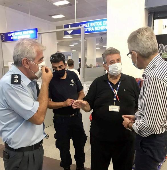 Ο Άγγελος Τσιγκρής στο πολιτικό αεροδρόμιο του Αράξου (φωτο)