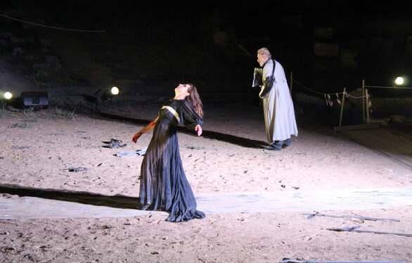 Συγκλονιστικές οι ερμηνείες των πρωταγωνιστών στις Βάκχες του Ευριπίδηστο Αρχαίο Θέατρο της Ήλιδας