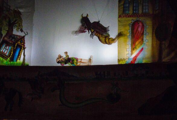 Εθελοντισμός με Καραγκιόζη στα Αραχωβίτικα (φωτο)