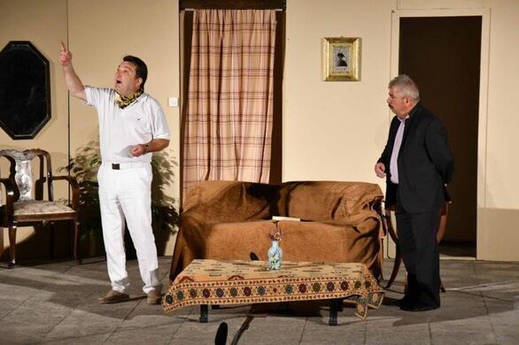 """Πάτρα - """"Η Ρένα ξώκειλε"""" και το θεατράκι στις Ιτιές γέμισε...(φωτο)"""
