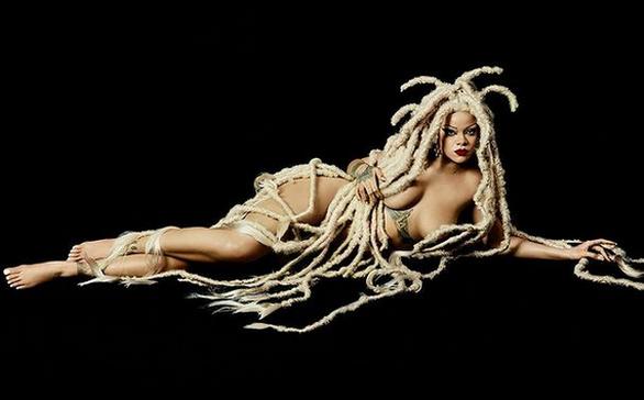 Η Ριάνα γυμνή στη νέα της φωτογράφιση