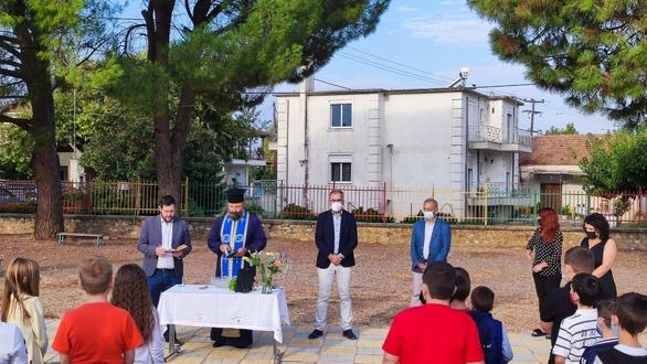Ο Δήμαρχος Ερυμάνθου στον αγιασμό στον σχολείο Φαρρών (φωτο)
