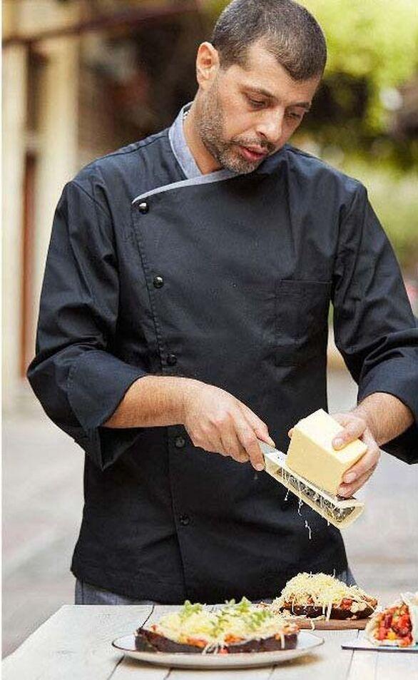 Ο VeganChef Νίκος Γαϊτάνος είναι υπεύθυνος του προγράμματος εξειδίκευσης στην αποκλειστικά χορτοφαγική μαγειρική του ΙΕΚ ΣΒΙΕ
