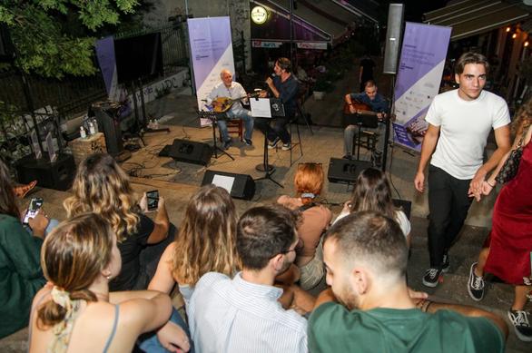 Πάτρα - Μια υπέροχη βραδιά στις Σκάλεςτης Γεροκωστοπούλου με τον Ρένο Χαραλαμπίδη (φωτο)