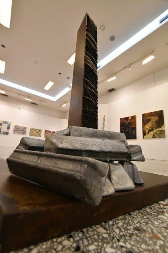 """Πάτρα: Σε Αγορά «Αργύρη» και Δημοτική Πινακοθήκη φιλοξενείται ταυτόχρονα η έκθεση """"Προς Επισκευήν Ολομελείας"""" (φωτο)"""