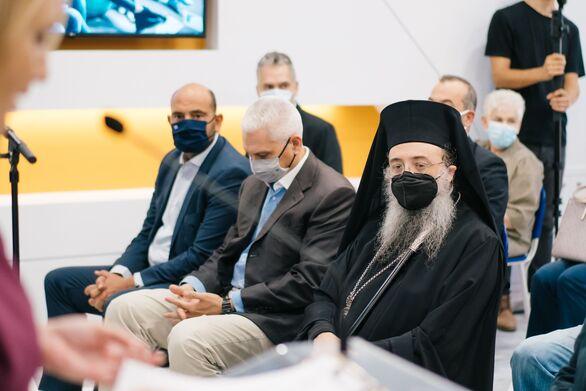 (Από δεξιά προς τα αριστερά) Ο Σεβασμιότατος Μητροπολίτης Πατρών κ.κ. Χρυσόστομος, ο Αντιπεριφερειάρχης κ. Φωκίωνας Ζαΐμης και ο Βουλευτής Αχαΐας κ. Ιάσωνας Φωτήλας.