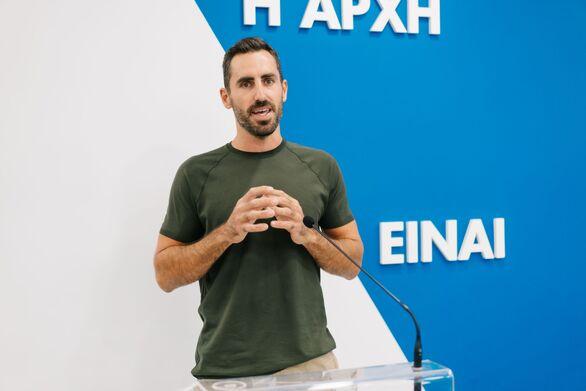 Ο Γιάννης Αποστολάκης κατά την διάρκεια της ομιλίας του