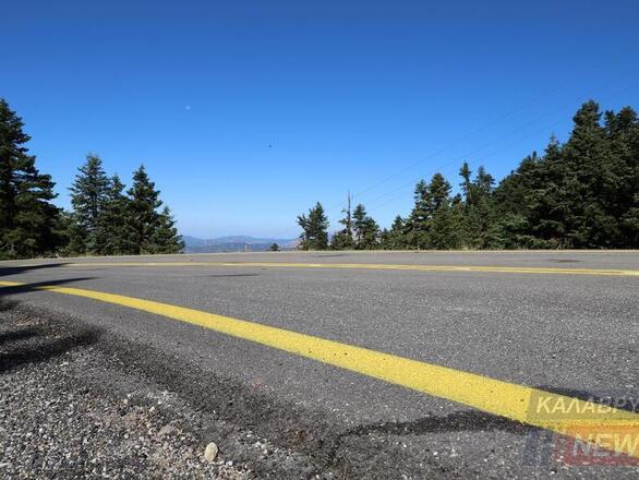"""Καλάβρυτα: """"Αεροδρόμιο"""" ο δρόμος για το Χιονοδρομικό Κέντρο (φωτο)"""