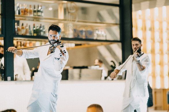 """Οι """"Duo Violins"""" στο """"Bianco Restaurant - Cafe - Bar"""" 25-09-21"""