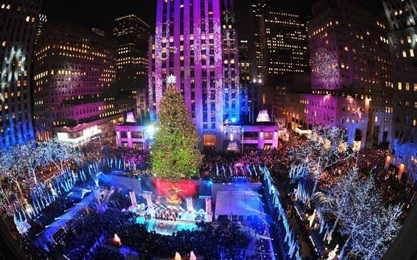 Άναψαν τα χριστουγεννιάτικα δέντρα ανά τον κόσμο (pics)
