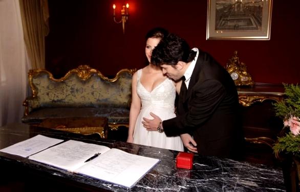Συγκίνηση στο γάμο πασίγνωστου τραγουδιστή (pic+video)