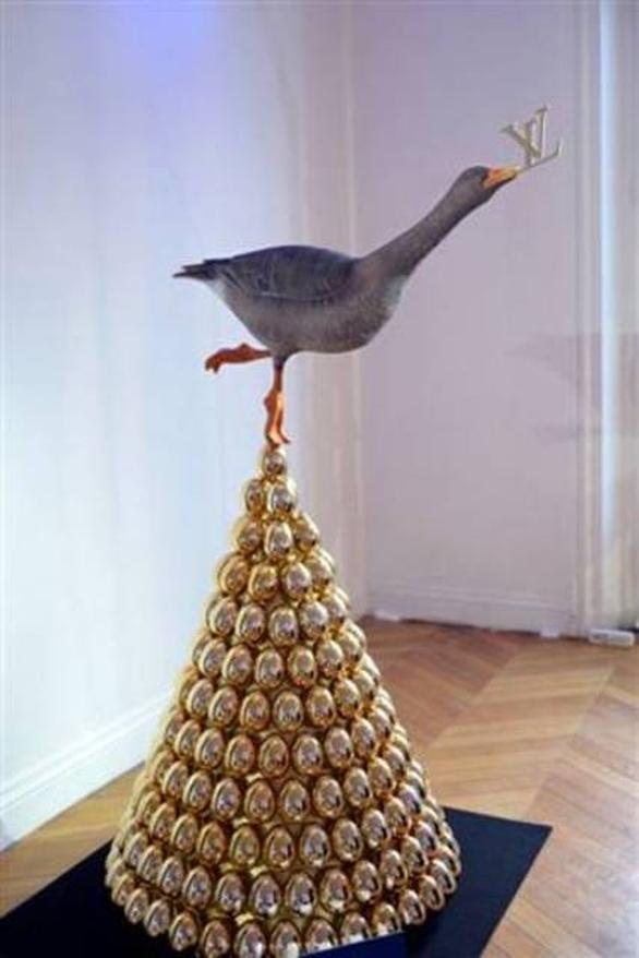 Χρυσά αυγά και μία χήνα, από τον οίκο Louis Vuitton