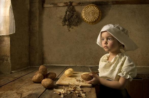 Συναρπαστικές εικόνες μιας 6χρονης που αναπαριστούν αναγεννησιακούς πίνακες! (pics)