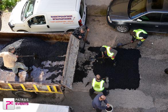 """Πάτρα: Το patrasevents...""""μπάλωσε"""" τις λακκούβες στην Αρόη! - Κινητοποίηση του δήμου μετά το δημοσίευμα"""