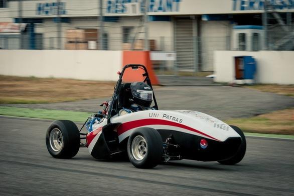 Αυτό είναι το ηλεκτροκίνητο αγωνιστικό όχημα του Πανεπιστημίου Πατρών (pics+video)