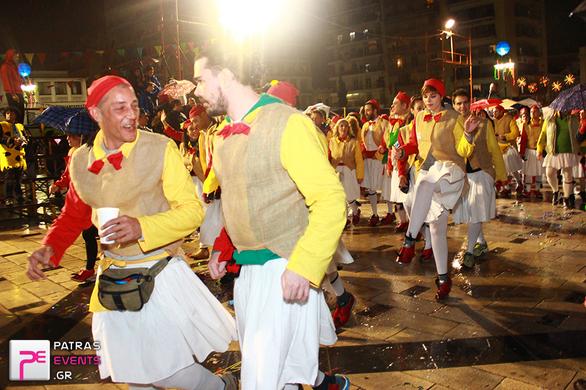 Πάτρα: «Ποτάμι» 30.000 καρναβαλιστών – Δείτε φωτογραφίες