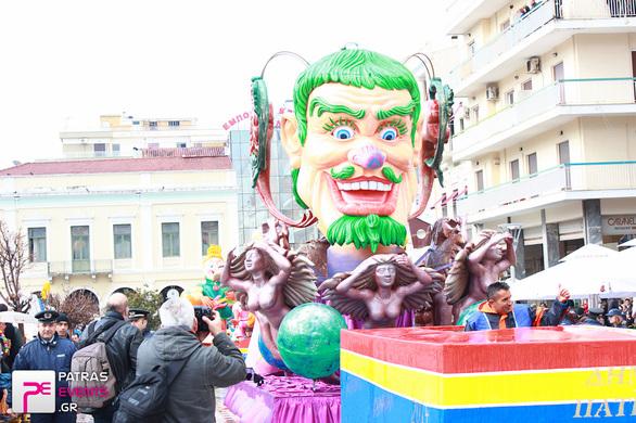 Πάτρα: Τα άρματα του Δήμου δίνουν το σύνθημα για την μεγάλη παρέλαση (pics)