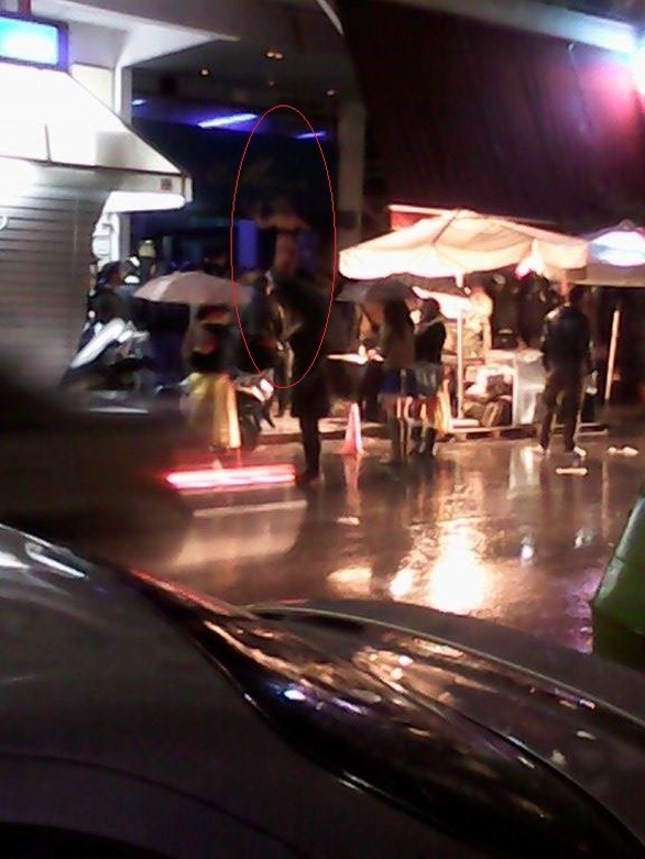 Πάτρα: Τα «έβγαλε» όλα λόγω καρναβαλιού χορεύοντας στην βροχή! - Δείτε φωτογραφίες και video