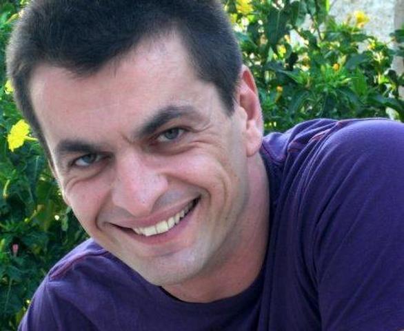 """Δείτε πως είναι μετά από 14 χρόνια ο Μπάρμαν από το """"Κωνσταντίνου και Ελένης"""" (pics)"""