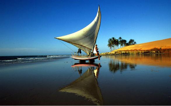 Στη βορειοανατολική ακτή της Βραζιλίας, η πρωτεύουσα της Σεαρά είναι γνωστή για τις αστακομακαρονάδες και τα φρέσκα θαλασσινά. Οι παραλίες της είναι ιδανικές για windsurfing και ιστιοπλοΐα.