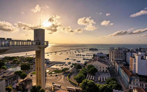 Ο ανελκυστήρας που συνδέει την Cidade Alta (Άνω Πόλη) και την Cidade Baixa (Κάτω Πόλη) στο Σαλβαδόρ ήταν ο πρώτος που εγκαταστάθηκε στη Βραζιλία, το 1873.