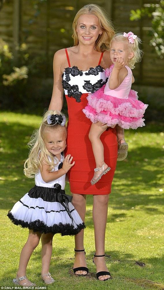 359f106ccafc Μητέρα έκανε δώρο στις κόρες της