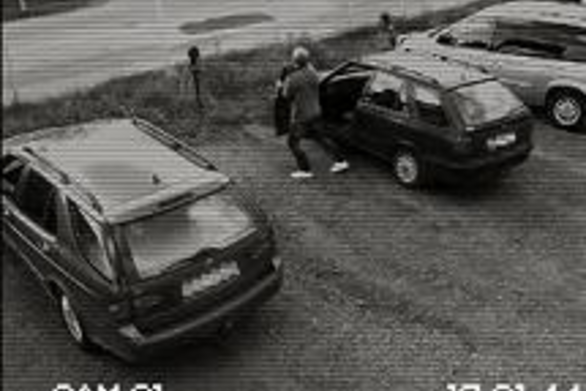 Απίστευτο! Δείτε τι κάνει στο Skoda αυτοκίνητό του! (video)