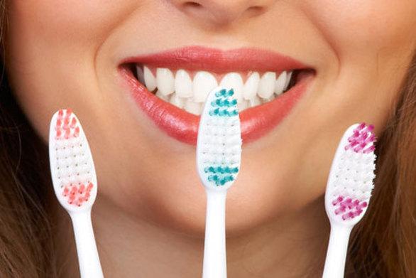 Αυτός είναι ο σωστός τρόπος για να καθαρίσουμε την οδοντόβουρτσα!
