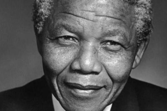 Σαν σήμερα 9 Μαΐου ο Νέλσον Μαντέλα ανακηρύσσεται ως ο πρώτος μαύρος πρόεδρος της Νότιας Αφρικής
