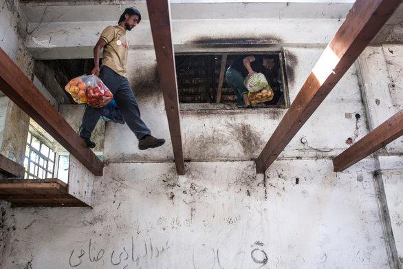 Πάτρα: Ζουν σε τρώγλες, νηστικοί για μέρες και τρώνε ξύλο για να μην φύγουν από τη κόλαση!