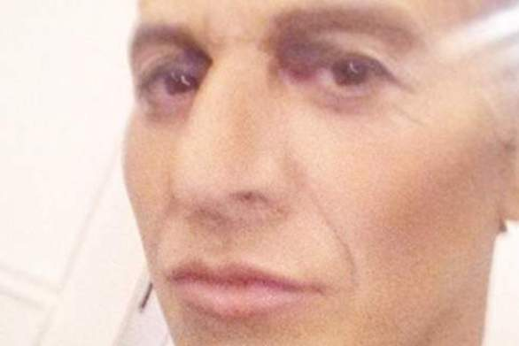 Ο Πατρινός Τ. Ζαχαράτος μεταμφιέζεται σε Γιάνη με... ένα Ν Βαρουφάκη (pic)