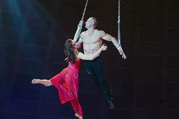 Σοκ σε τσίρκο - Ακροβάτισσα πέφτει από ύψος 10 μέτρων! (pics+video)