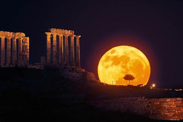 Η Πανσέληνος με φόντο την Ακρόπολη! (pics)