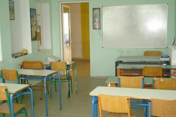 Πάτρα: Γονιός πήγε με τη σόμπα στο σχολείο για να ζεστάνει τη τάξη του παιδιού του!