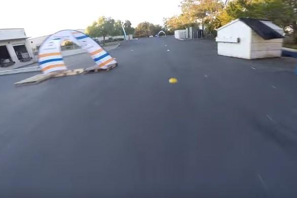 Εντυπωσιακός αγώνας ταχύτητας με drones (video)