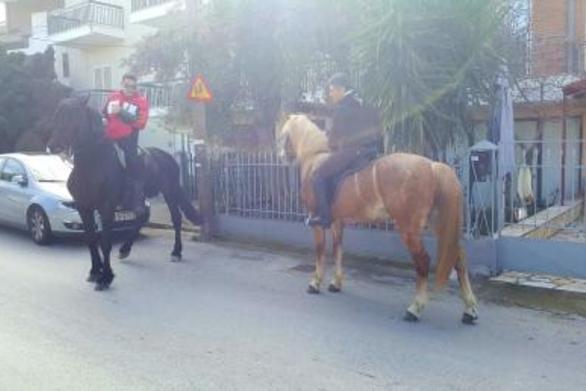 Πάτρα: Άλογα χόρεψαν στη μέση του δρόμου, προσφέροντας θέαμα!